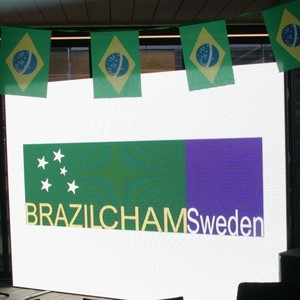 Brazilcham Sweden, in cooperation with Hotel At Six have invited to watch the first match of Brazil at the FIFA World Cup 2018 in an evening interspersed with Brazilian rythms, food and a good Swiss cheese. DATE: Sunday, June 17th, 2018. TIME: 18:30 ? 22:00 Guests of Honor: HE Mr. Marcos Pinta Gama, Ambassador of Brazil; HE Dr. Christian Schoenenberger, Ambassador of Switzerland; Sponsors: STADLER Hotel At Six Suport : Dona Doceira Photo by : Livia Fetal & John Thörling